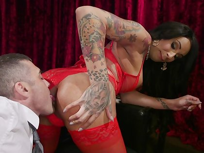 Shemale leaves horny male to suck her dick and fuck her
