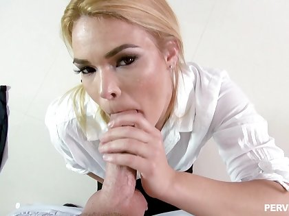 Wife gives habitual user in POV before trying some good fucking