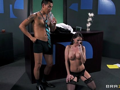 Cheating whore Jennifer Dark loves having sex with reference to her boss