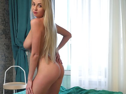 Ample breasted slip up on Iva is finger having it away delicious wet pussy
