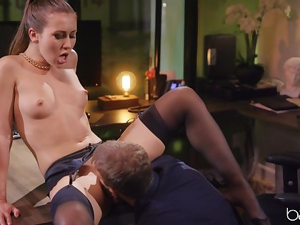Handsome housewife Paige Owens in sexy stockings having wild sex