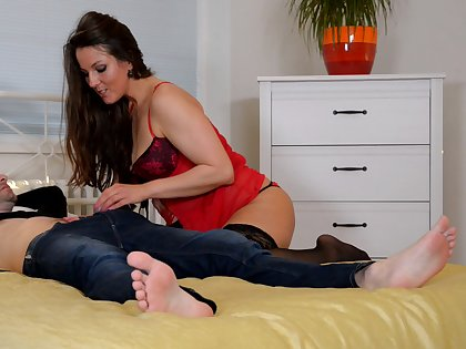 Video of mature Valentina Ross getting fucked wits a handsome lover