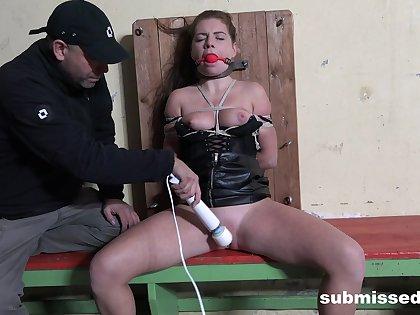 Submissive slut endurs heavy maledom BDSM